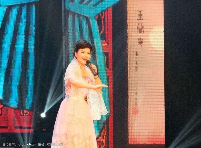 歌唱活动演员图片